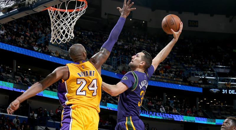 Ryan Anderson setur Kobe Bryant á plakat